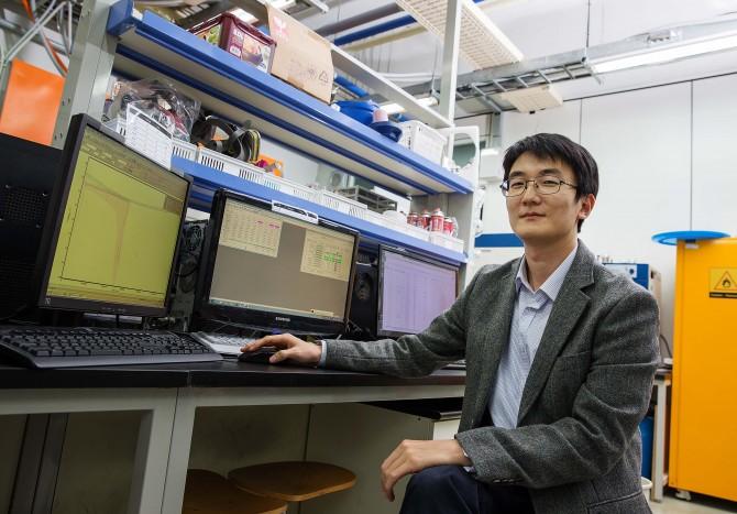 나트륨으로 전지를 만드는 기술을 개발한 정윤석 울산과학기술원(UNIST) 교수. - UNIST 제공